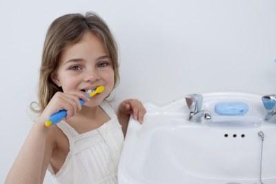 O higienę jamy ustnej dbajmy nawet gdy w buzi naszej pociechy jest tylko jeden mleczny ząbek &nbsp: /© Panthermedia