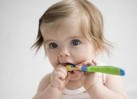O higienę jamy ustnej malucha, dbajmy od samego początku /© Panthermedia