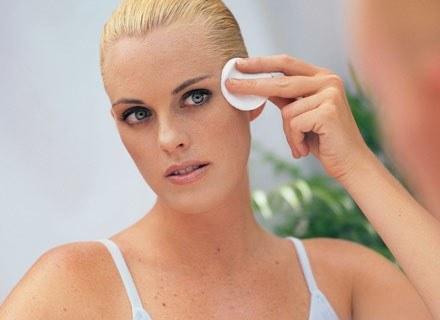 O okolice oczu należy zadbać zanim pojawią się pierwsze zmarszczki /ThetaXstock
