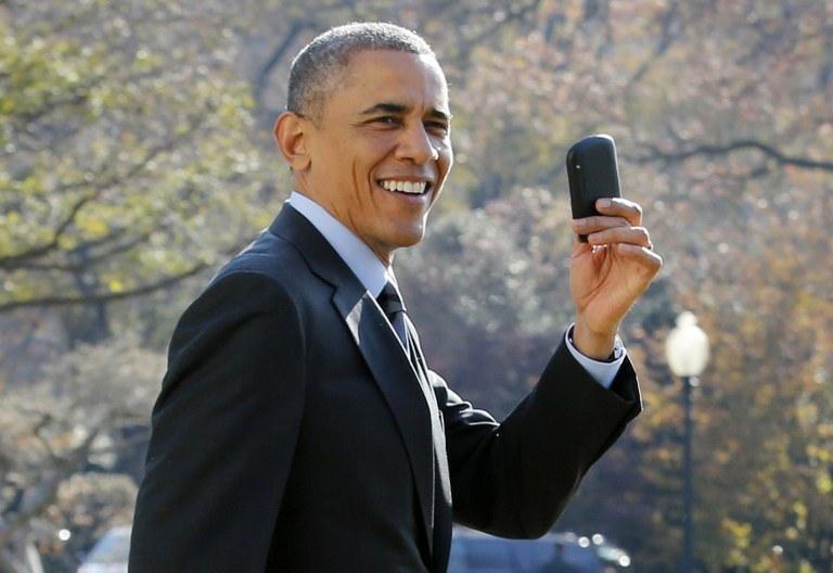 Obama przez całą swoją kadencję korzystał z BackBerry /AFP