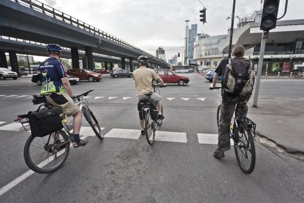 Obecnie, aby wyjechać na drogę rowerem, nie potrzeba żadnego dodatkowego uprawnienia, ani nawet szkolenia - wystarczy mieć rower, fantazję i ambicję... /Fot: Krystian Maj /Reporter