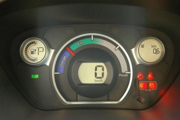 Obecnie auta elektryczne ładuje się przewodem /INTERIA.PL