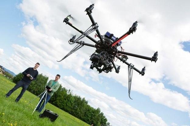 Obecnie wystarczy zdać egzamin i drona można używać nie tylko hobbystycznie /©123RF/PICSEL