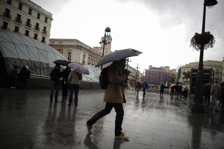 Obfite opady deszczu w Hiszpanii /AFP