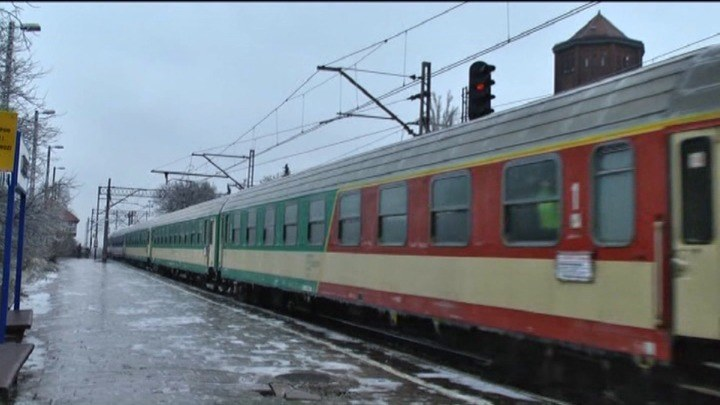 Oblodzona sieć trakcyjna w okolicy Ostrowa Wielkopolskiego /TVN24/x-news