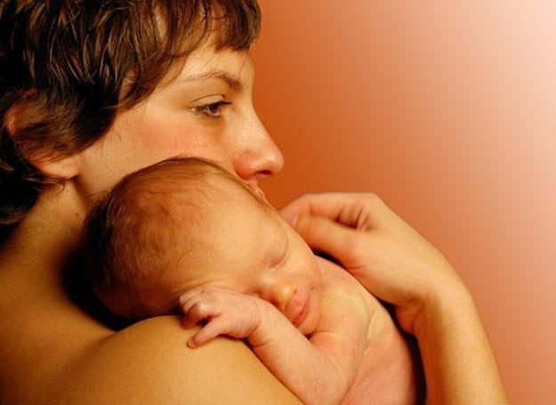 Obniżanie się współczynnika umieralności okołoporodowej noworodków jest celem położników /© Panthermedia