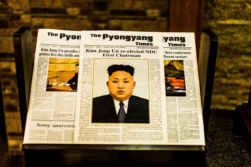 Obowiązujący kult jednostki powoduje, że głównym tematem w mediach jest przywódca Kim Dzong Un /Ulrik Pedersen /East News