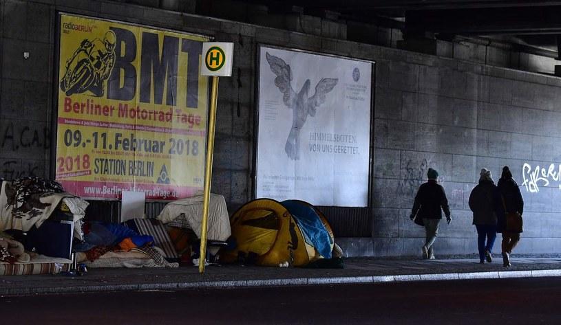 Obozowisko bezdomnych w Tiergarten /TOBIAS SCHWARZ /AFP