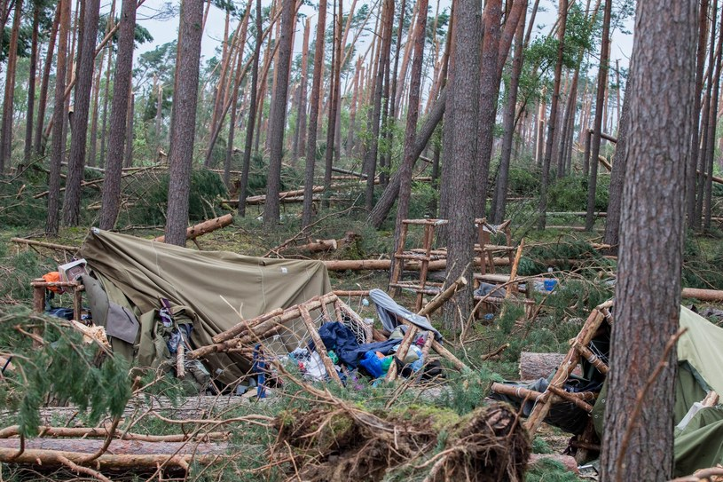 Obozowisko zostało doszczętnie zniszczone /Piotr Hukalo /East News