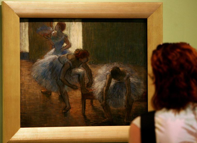 """Obraz Edgara Degasa """"Tancerki"""" na wystawie w rzymskim muzeum Vittoriano (2005 r.) /AFP"""