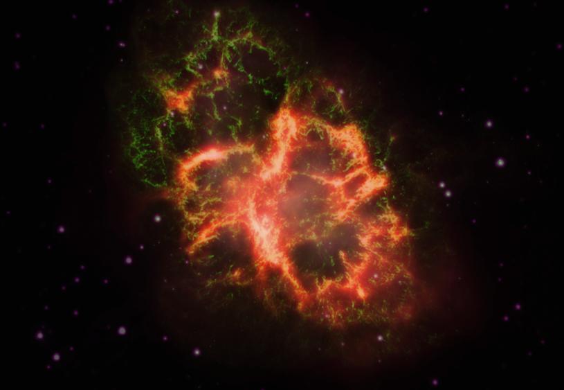 Obraz Mgławicy Kraba złożony z wyników obserwacji w świetle widzialnym (zielone), podczerwieni (czerwony) i ultrafiolecie (fioletowy) /materiały prasowe