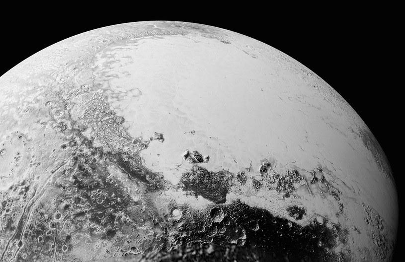 Obraz Plutona złożony ze zdjęć przesłanych przez sondę New Horizons /NASA