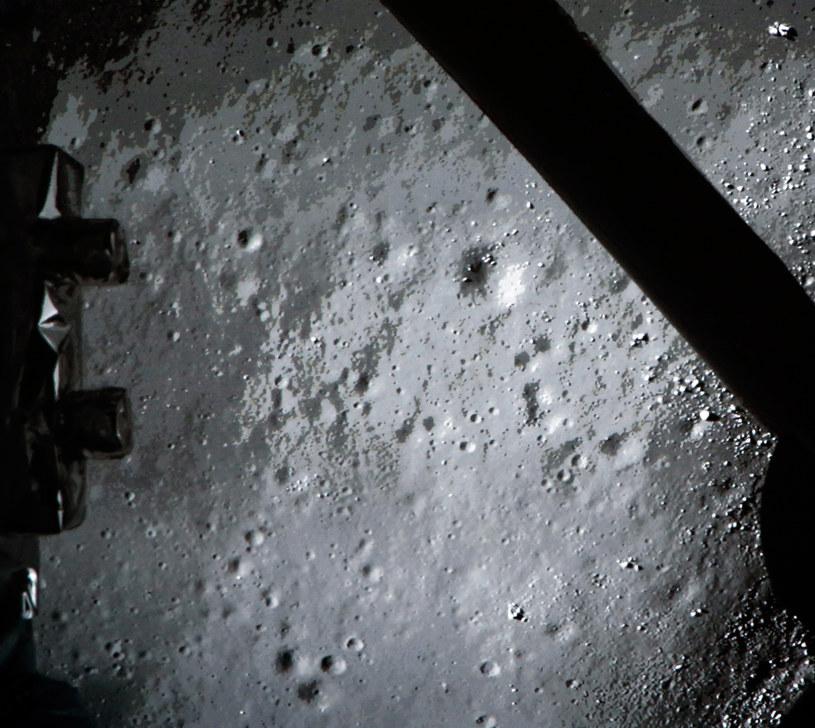 Obraz powierzchni Księżyca przesłany na Ziemię przez sondę Chang'e-3 /AFP /AFP