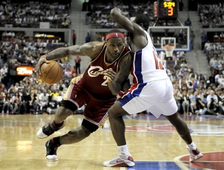 Obrona Pistons nie wystarczyła na LeBrona Jamesa /AFP