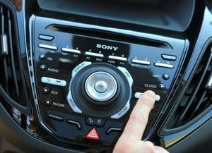 Obsługa radia Sony nie należy do intuicyjnych. /Ford