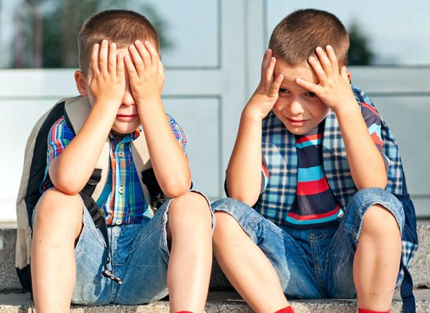 Oceny rzeczywiście są ważne, ale nie mówią nam one do końca o tym, jak dziecko czuje się w szkole, jakie ma relacje z rówieśnikami /©123RF/PICSEL