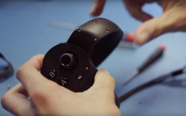 Oculus Touch - fragment prezentacji kontrolera. Źródło: youtube.com /kanał: Oculus /materiały źródłowe