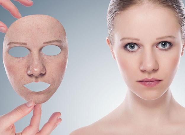 Oczyszczanie i demakijaż powinno się wykonywać codziennie przy użyciu kosmetyków przeznaczonych dla cery tłustej /123RF/PICSEL