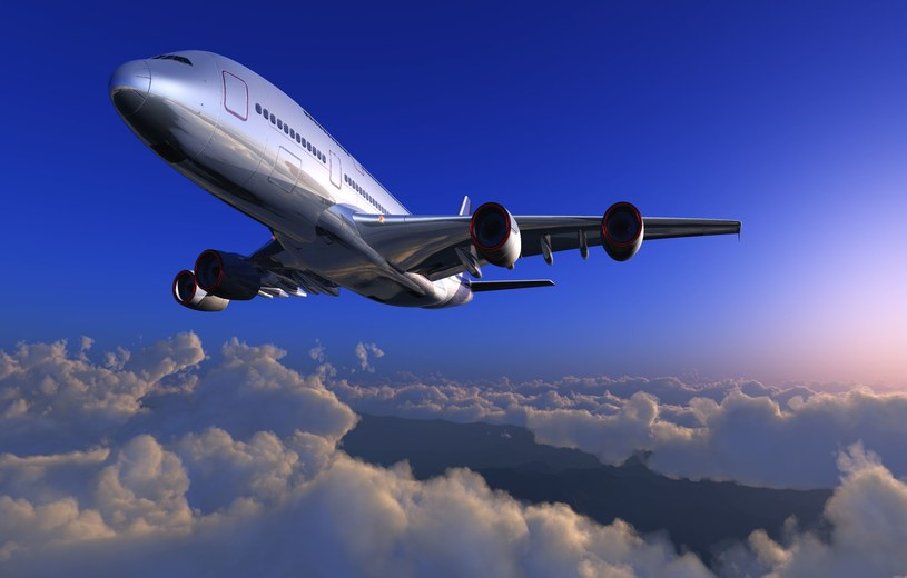 Od 31 stycznia na pokłady samolotów w całej Unii Europejskiej będzie można wnieść więcej płynów /123RF/PICSEL