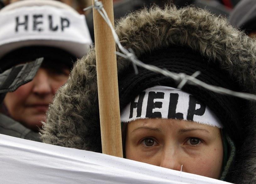 Od końca listopada 2013 r. - jak podano w liście - na Ukrainie ucierpiało już ponad 80 pracowników mediów. /AFP