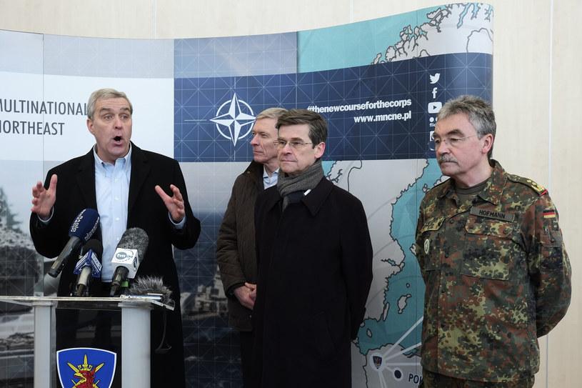 Od lewej ambasador USA Douglas E. Lute, ambasador RP Jacek Najder, ambasador UK Sir Adam Thomson i generał Manfred Hofmann /Dariusz Gorajski / FORUM /Agencja FORUM