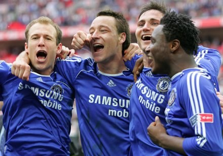 Od lewej: Arjen Robben, John Terry i Frank Lampard /AFP