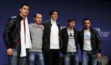 Od lewej: Cristiano Ronaldo, Andres Iniesta, Kaka, Lionel Messi i Xavi na gali FIFA. /AFP