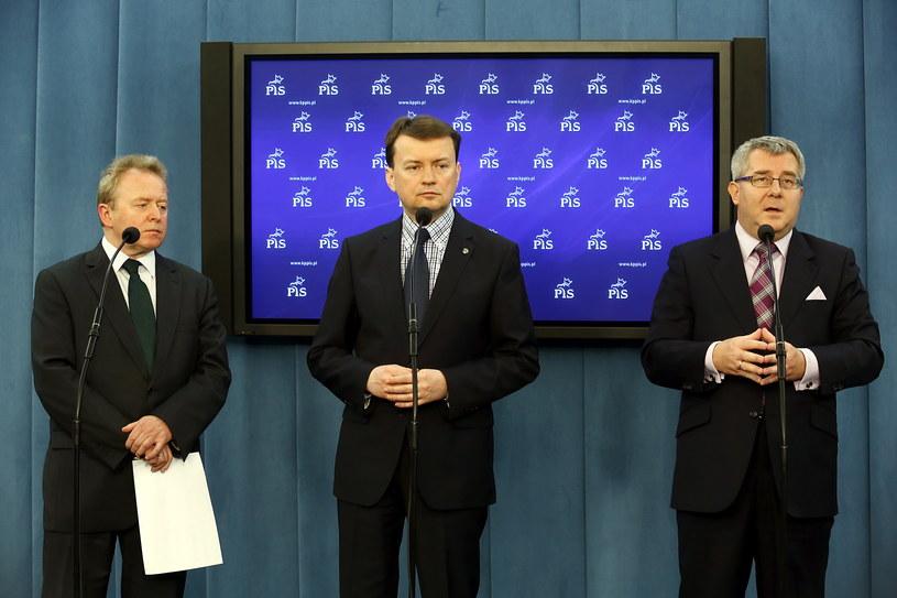Od lewej: Janusz Wojciechowski, Mariusz Błaszczak i Ryszard Czarnecki /Tomasz Gzell /PAP