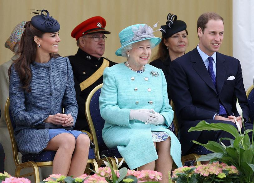 Od lewej: Księżna Kate, królowa Elżbieta II i książę William /Getty Images