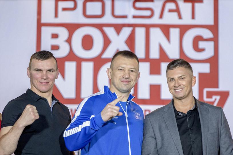 Od lewej: Mateusz Masternak, Tomasz Adamek i Mateusz Borek /fot. Andrzej Iwanczuk /East News