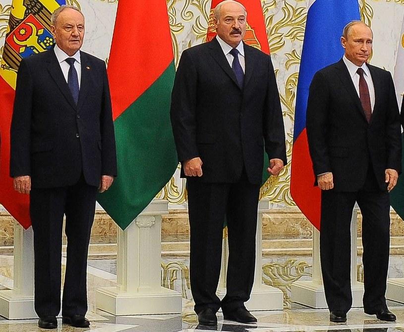Od lewej Nicolae Timofti, Aleksander Łukaszenka i Władimir Putin /AFP