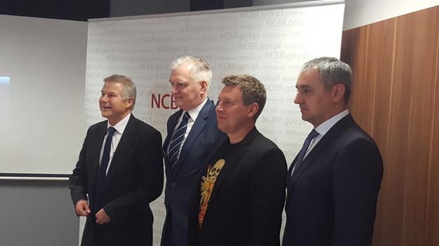 Od lewej prof. Maciej Chorowski, dyrektor NCBR, Jarosław Gowin, wicepremier, Adam Kiciński, prezes CD Projekt, Wojciech Więcławik, członek zarządu CMC Poland, fot. Bartosz Bednarz /INTERIA.PL