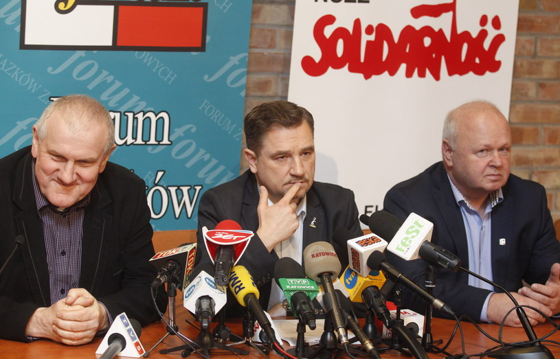 """Od lewej: przewodniczący OPZZ Jan Guz, przewodniczący NSZZ """"Solidarność"""" Piotr Duda, przewodniczący FZZ Tadeusz Chwałka /Andrzej Grygiel /PAP"""