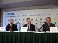 Od lewej: Wolfke (dyr. biura pras.), Zambrzycki (prezes J&S Energy) i Fijałowski (dyr. turnieju) /INTERIA.PL