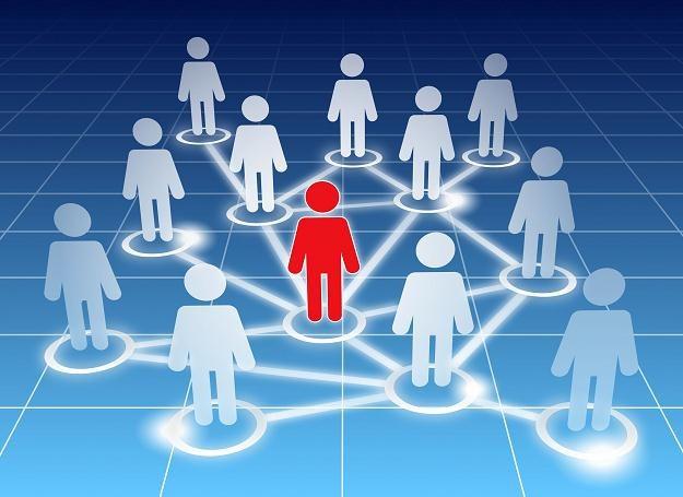 Od wieków wiadomo, że dzięki kontaktom można znaleźć pracę, uzyskać informacje i zrobić interes /©123RF/PICSEL