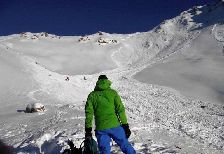Od Wigilii w szwajcarskich Alpach pod lawinami zginęło już łącznie 11 osób /AFP