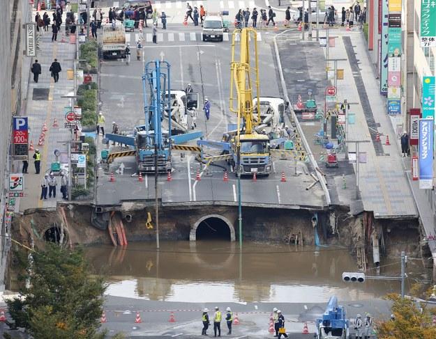 Odbudowa drogi w miejscowości Fukuoka /AFP