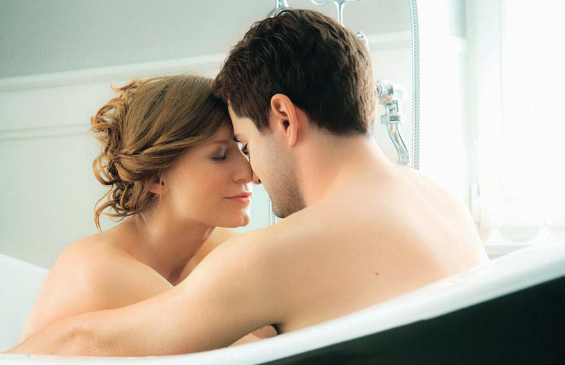 Odc. 600. Podczas sesji ślubnej Wiki zapadła w sen i przyśnił jej się… Adam i wspólna kąpiel w wannie /Agencja W. Impact