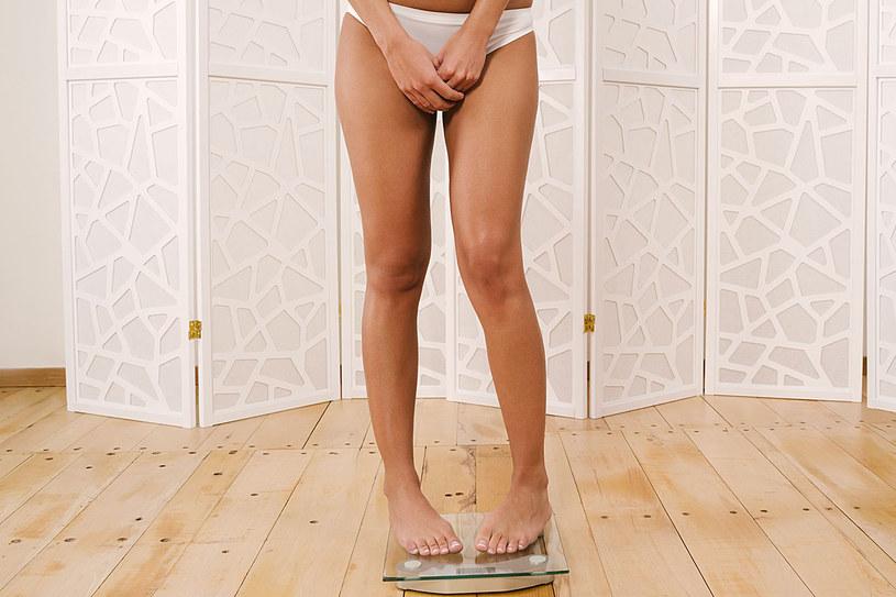 Odchudzasz się, a waga ani drgnie? Sprawdź, jakie popełniasz błędy /©123RF/PICSEL