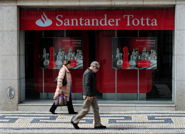 Oddział banku Santander w Lizbonie. Fot. Jasper Juinen /Getty Images