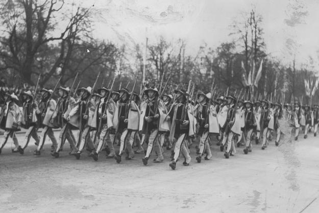 Oddziały Obrony Narodowej z Podhala podczas defilady /Z archiwum Narodowego Archiwum Cyfrowego