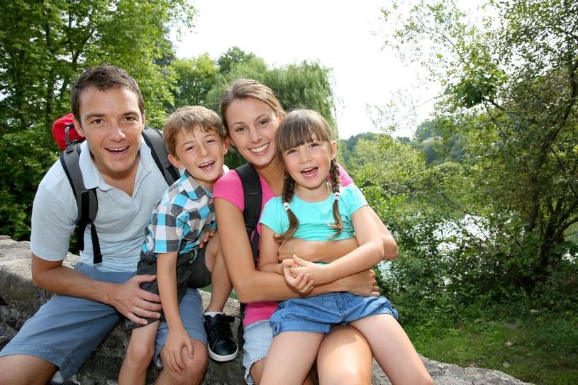 Odetnij się od internetu podczas wakacji i ciesz się rodziną /©123RF/PICSEL
