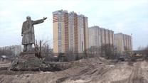 """Odkryto pomnik Lenina pod Kijowem. """"Ujawnił się"""" po wyburzeniu otaczającej go szklarni"""