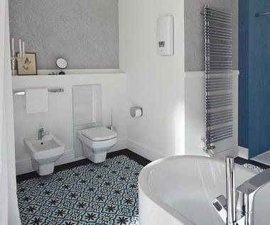 Odkrywamy na nowo urok białej łazienki – poradnik