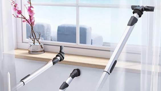 Odkurzacz ma ładny kształt, długi sznur (zasięg pracy odkurzacza to aż 12 metrów!), dzięki czemu nie trzeba go przepinać z gniazda jeżdżąc z jednego do drugiego pokoju /materiały prasowe
