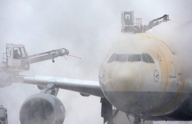 Odladzanie samolotu /AFP