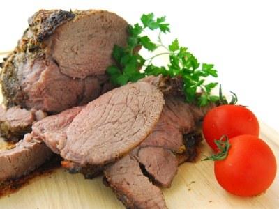 Odpowiednio przyrządzona wołowina jest soczysta, miękka, wręcz rozpływa się w ustach  /© Panthermedia