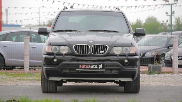Odważna stylizacja ma sprawiać, żeby inni kierowcy czuli respekt przed BMW X5. W Polsce bez wątpienia tak jest. /Motor