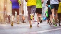 Odzież do biegania jesienią powinna być wykonana z materiałów, które chronią przed zimnem i gwarantują odprowadzanie wilgoci