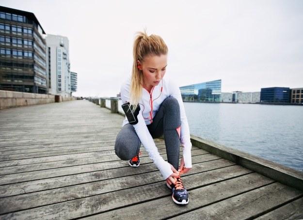 Odzież sportowa jest dziś wyjątkowo modna i funkcjonalna /123RF/PICSEL